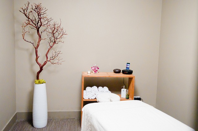 Spa-like treatment rooms at Chicago Chiropractor Acupuncture Massage and Functional Medicine provider Aligned Modern Health Lincoln Park