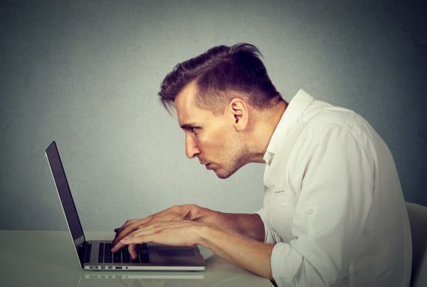 Avoid Back and Neck Pain at Work: Tips to Combat Too Much Screen Time